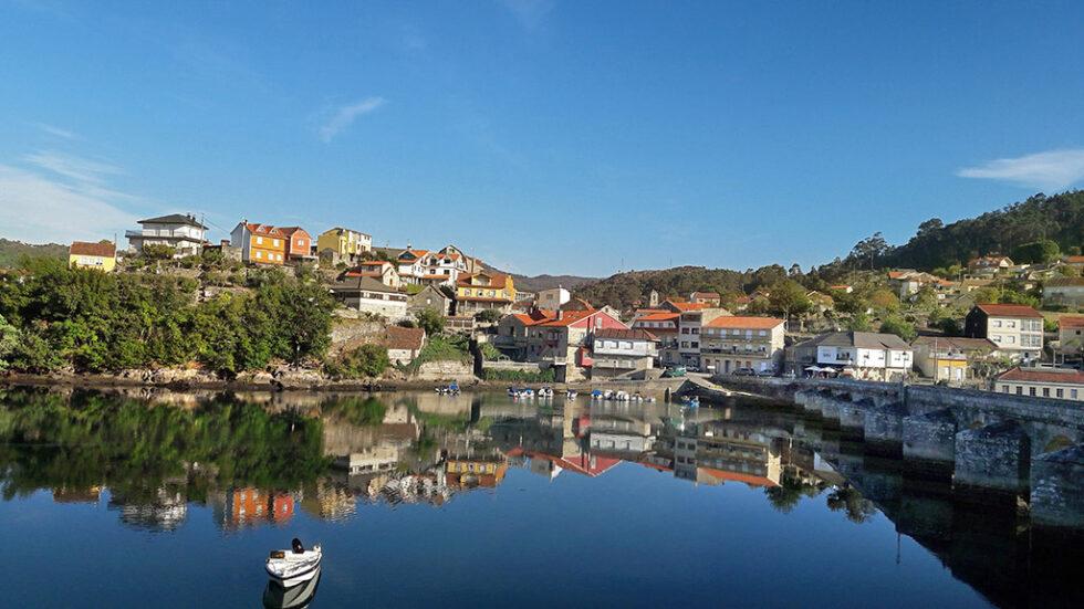 Spiegelblanke Bucht von Vigo in Portugal