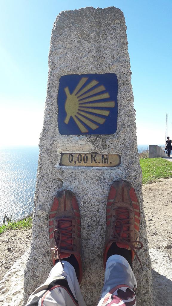 Der letzte sogenannte 0 Kilometerstein im spanischen Finisterre am Ende der Welt