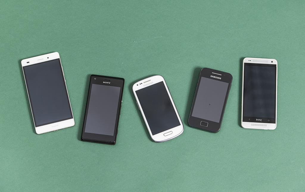 Android-Smartphones (v.l.): Huawei P Smart, 2019; Sony Xperia M, 2013; Samsung Galaxy S3 Mini, 2012; Samsung Galaxy Ace, 2011; HTC One Mini, 2013